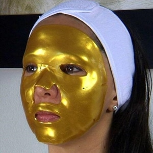 Anti aging carbon black doll and gold mask laser rejuvenation facial Sydney